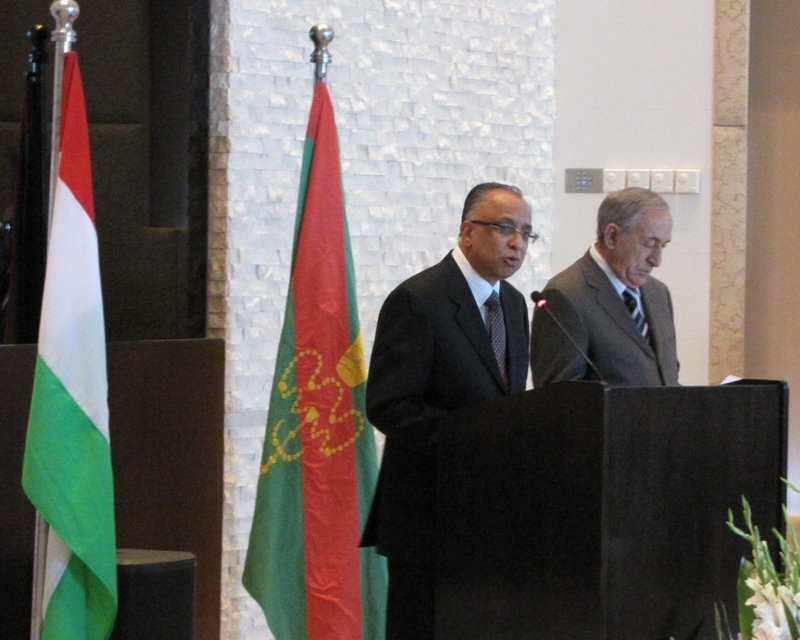 Munir Merali, AKDN Resident Representative, making the opening speech along side His Excellency Abdulla Yuldoshev, First Deputy Minister of Foreign Affairs of the Republic of Tajikistan, at the Imamat Day Reception (10 July 2009)