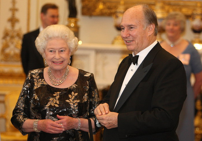 Britain's Queen Elizabeth II and The Aga Khan share a smile at a dinner at Buckingham Palace, London, to mark the Aga Khan's Golden Jubilee, Monday July 7, 2008. The Aga Khan is the Imam of the world's 15 million Shia Ismaili Muslims and a direct descendant of the Prophet Muhammad.Last year he celebrated the 50th anniversary of his succession to the title held by his grandfather.The Aga Khan is coming to the end of a seven-day visit to the United Kingdom held to mark the milestone. (AP Photo/PA, Dominic Lipinski)