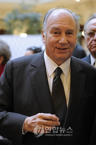 His Highness the Aga Khan at Global Zero Summit in Paris Feb 2 2010 1 Photo EPA YOAN VALAT