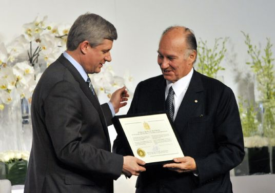 Mawlana Hazar Imam receives a certificate of Honorary Canadian Citizenship from Prime Minister Harper. (Photo: Moez Visram via The Ismaili)