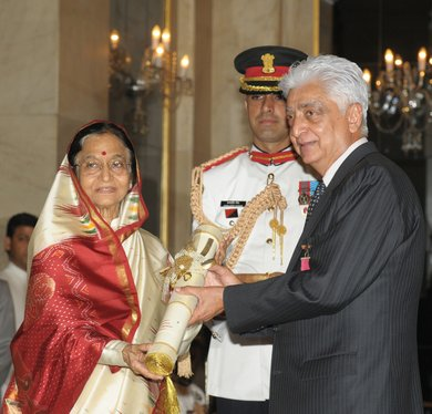 Padma Vibhushan award to Azim Premji <br> (Image: wn.com)