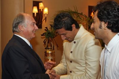 Kenya, 2011 - Mawlana Hazar Imam with music artists Salim and Sulaiman Merchant, who performed in his honour at the Kenya Jamati Institutional Dinner (Photo: The Ismaili/Ejaz Karmali)