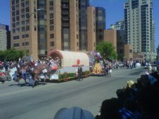 The ‪Ismaili‬ community float wins best overall at Calgary Stampede
