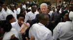 Former U.S. President Bill Clinton visits Kampala Serena Hotel, meets Rumi Verjee - NYTimes.com