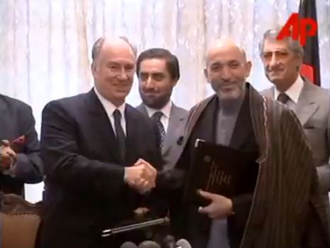 2002 Video: Aga Khan and Karzai Sign Agreement in Kabul