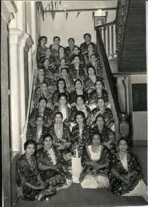 Sparkle of 31 bandhanis on the steps of Mombasa Jamatkhana, 1963. Photo Credit: Ameer Bhai Janmohamed.