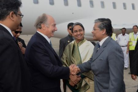 TheIsmaili.org: Mawlana Hazar Imam arrives in Bangladesh