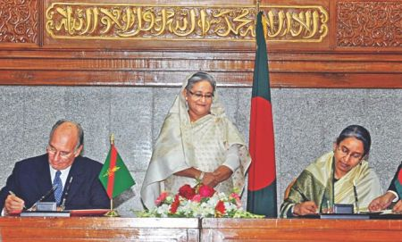 Bangladesh: Aga Khan IV inks deal with govt to operate its organs