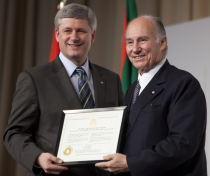 Prime Minister Stephen Harper presented His Highness the Aga Khan with a certificate of honourary Canadian citizenship during an event marking the construction of a new Ismaili Centre, the first-ever Aga Khan Museum for Islamic Art and Culture, and the park. (PMO/Jason Ransom)