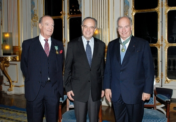 Prince Amyn Aga Khan, France's Minister for Culture and Communication, Frédéric Mitterrand and His Highness the Aga Khan at the ceremony in Paris where the Aga Khan and his brother Prince Amyn were recognised for their contributions to culture. Photo: Farida Bréchemier / MCC