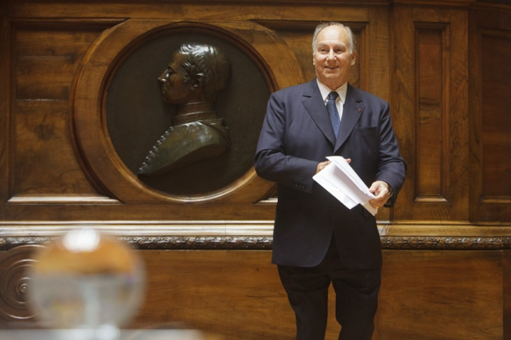 Photographs: President of the Portuguese Republic presented North-South Prize to His Highness the Aga Khan and to Suzanne Jabbour