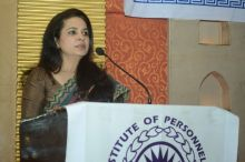 Dr. Farida Virani leads the conference of Association of HR Professionals in India
