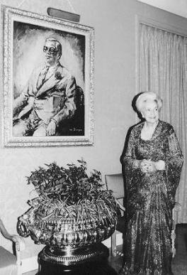 His Highness Aga Sir Sultan Muhammad Shah, Aga Khan III and Mata Salamat Princess Yvonne Aga Khan - standing by her love's portrait