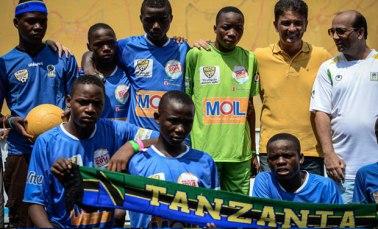 TSC President Altaf Hirani with the winning Team Tanzania