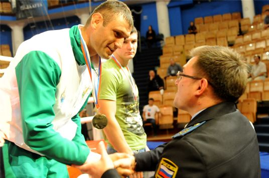 Arthur Odilbekov receives a gold medal. The Tajik Ismaili athlete has competed and won many championships in Russia and internationally, and is working to further promote sport in his home country. Photo: Courtesy of Arthur Odilbekov/TheIsmaili.org