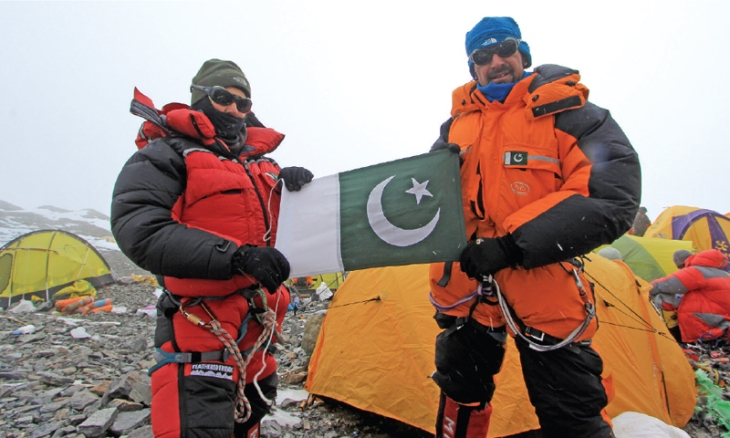 Sibling mountaineering duo celebrated by civil society - Pakistan - DAWN.COM