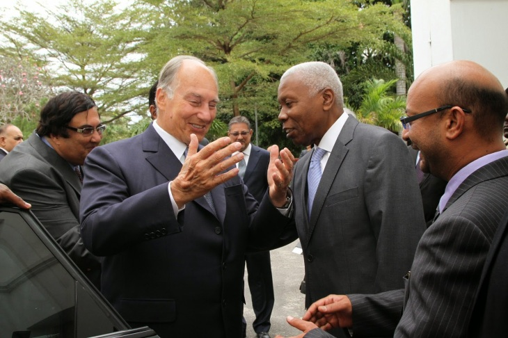 Tanzania's Vice-President, Dr Mohamed Gharib Bilal with Prince Karim Aga Khan. On the right is the MP for Tabora North, Mr Shaffin Sumar. Behind His Highness is the Ismaili Council for Tanzania President Aitmadi Jehangir Bhaloo. Photo by VPO