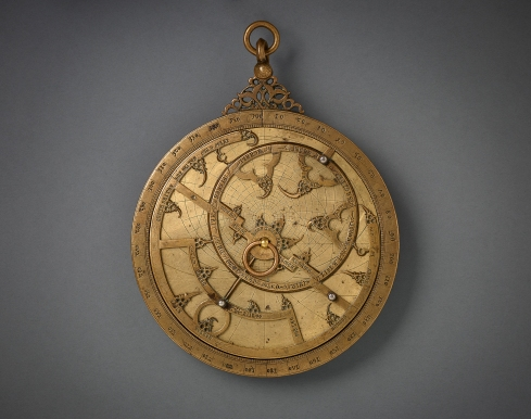 Planispheric Astrolabe Spain (Historic al-­‐Andalus), 14th century Bronze inlaid with silver Diameter 13.5 cm AKM611