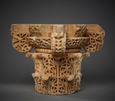 Capital Spain (Historic al-­‐Andalus), 10th century Carved marble Height 28 cm AKM663