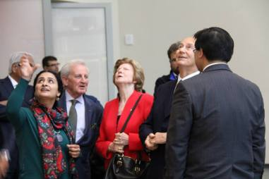 "His Highness The Aga Khan and other VIPs with Aisha Khalid viewing ""Your Way Begins on the Other Side"" (Image: Ismailimail/Aisha Khalid)"