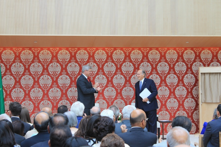 Canadian Prime Minister Stephen Harper applauding Mowlana Hazar Imam for his commitment to Canada and Canadian values. [Image © Ismailimail/AM]