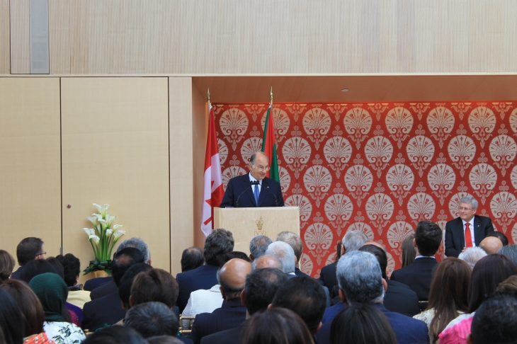 Mowlana Hazar Imam acknowledging and thanking Prince Amyn for his contributions. [Image © Ismailimail/AM]