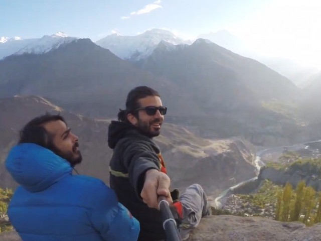 A different agenda: Moin Khan's 'velfie' through northern areas – The Express Tribune
