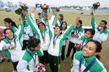 Kainat Imtiaz & the Pakistani Women's Cricket Team wins Gold Medal at 2014 Asian Games