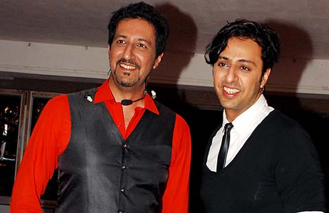 Indian Bollywood music director and playback Salim Merchant (R) and Sulaiman Merchant participate in the Cancer Patient Aid Association (CPAA) musical evening on World No Tobacco Day in Mumbai on May 26, 2013.  (Photo credit: STR/AFP/Getty Images)