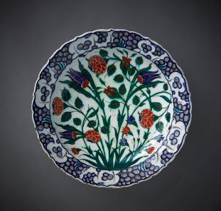 Dish from Iznik, Turkey, ca. 1570-80, fritware, underglaze-painted, 13 1/2 inches diameter; courtesy Aga Khan Museum, Toronto.