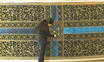 A six meters long tapestry 'Your Way Begins' by Aisha Khalid (Photo via Dawn/ Aga Khan Museum)