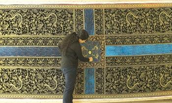 A six meters long tapestry 'Your Way Begins' by Aisha Khalid (Photo via Dawn/ Aga Khan Museum)