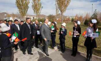 Mawlana Hazar Imam arrives at the UCA School of Professional and Continuing Education in Naryn. AKDN / MIKHAIL ROMANYUK / THEISMAILI