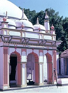 The mausoleum of Pir Satgur Nur at Navsari, Gujarat, India  Image: The Institute of Ismaili Studies