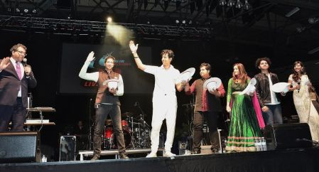 Mayor of Calgary, Naheed Nenshi, presenting white hats to Salim, Sulaiman, Vipul Mehta, Shweta Pandit, and Raj Pandit (Photo credit: Amir Jessani)