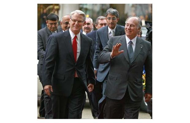 B.C. Premier Gordon Campbell walks with the Aga Khan in Vancouver - Golden Jubilee - 2008