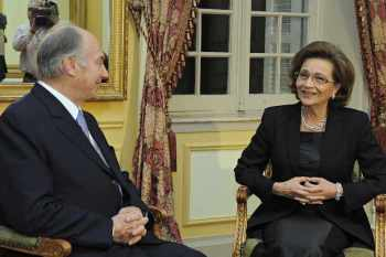 His Highness Prince Karim Aga Khan and Her Excellency Suzanne Mubarak, the First Lady of Egypt, in talks ahead of the Luxor International Forum to Combat Human Trafficking. (Image The Ismaili / Gary Otte)