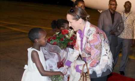 Mawlana Hazar Imam accompanied by Princess Zahra, arrives in Uganda | The Ismaili