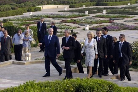 From Ismailimail Archives: 2006-03-20: His Highness Prince Karim Aga Khan welcomes His Royal Highness The Prince of Wales and The Duchess of Cornwall to Al-Azhar Park on the 1st anniversary of the park's inauguration. (Photo: AKDN/Gary Ott)
