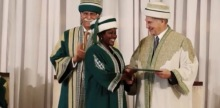 Mary Mwaniki receiving her nursing degree from His Highness the Aga Khan, as AKU President Firoz Rasul looks on. (image via Simerg)
