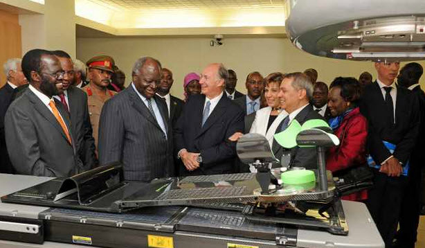 Mawlana Hazar Imam, President Kibaki and other dignitaries appraise newly installed state-of-the-art cancer equipment at the opening of the AKUH Heart and Cancer Centre in July 2011. (mage: AKDN / Aziz Islamshah)