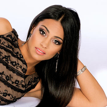 Vote & Support: Safia Nazarali for the final round of Miss World Canada 2015