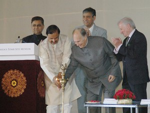 NEW DELHI, APR 7 (UNI):- Prince Shah Karim Al Hussaini Aga Khan along with Union Minister for Tourism Mahesh Sharma lighting the lamp on the occasion of lay foundation stone of Humayun`s Tomb Site Museum in New Delhi on Tuesday. UNI PHOTO-72U