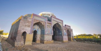 Dabgir Mosque in Thatta, built c.1568 (Photo by Iqbal Khatri via The news on Sunday)