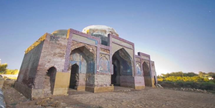 Dabgir Mosque in Thatta, built c.1568 (Photo by Iqbal Khatri via The news on Sunday)