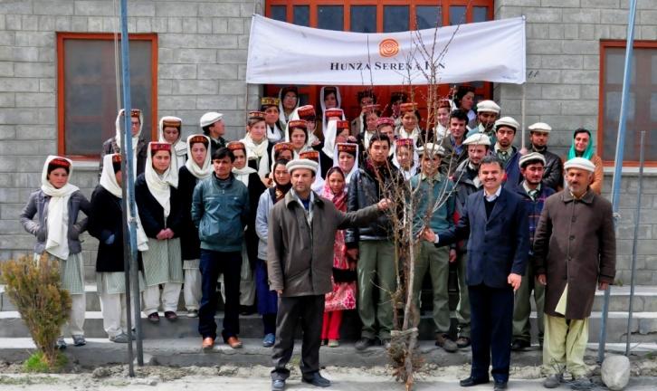group photo with manager hunza serena inn principal al amyn model students