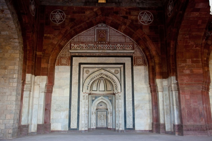 The mihrab inside the mosque in Purana Qila. Photograph Alamy via The Guardian