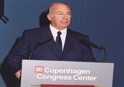 Retrospective: His Highness the Aga Khan received the 2001 Archon Award for his efforts in promoting global health care