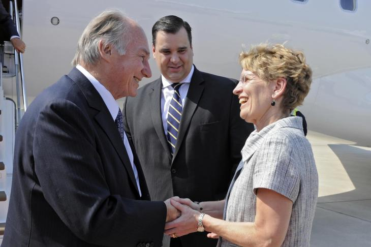 From the Ismailimail archives - 2010-05-27: His Highness the Aga Khan greeted by James Moore, the Federal Minister of Canadian Heritage, and Kathleen Wynne, Ontario's Minister of Transportation. (Photo Gary Otte/theismaili.org)