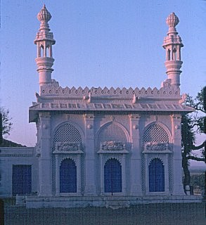 The mausoleum of Sayyid Gulmalishah in Mundra, Cutch.